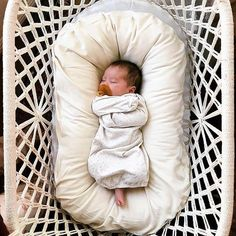So tiny and sweet Baby Pictures, Baby Photos, Funny Babies, Cute Babies, Cute Baby Names, Little Presents, Baby Names And Meanings, Lifestyle Newborn, Baby On The Way