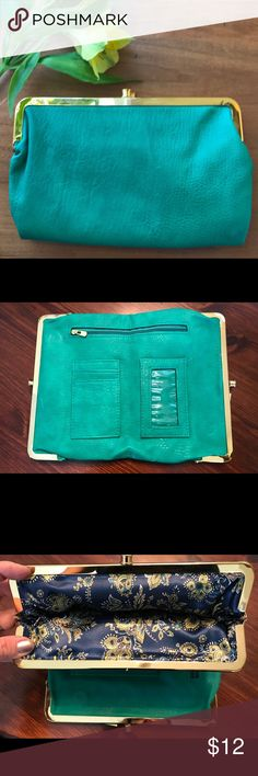 Adorable Vintage Green Clutch / Wallet  Purse Green Vintage Clutch Purse! Perfect pop of color and size for a night out or a wallet with extra space! Great little find to complete your fashionable posh closet!! Bags Clutches & Wristlets