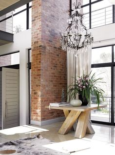 big entry table + chandelier + exposed brick, must have lights, moder interior, stylish interior. Home Interior, Interior Architecture, Interior And Exterior, Interior Decorating, Interior Livingroom, Decorating Ideas, Hall Deco, Console Design, Attic Renovation
