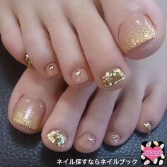 Gold and Clear Toenail Polish Acrylic Gel Nails - Summer Fall Nail Designs - Cute Fingernail Art Ideas Pretty Toe Nails, Cute Toe Nails, Gorgeous Nails, My Nails, Gold Toe Nails, Gold Nail, French Toe Nails, Silver Nail, Pretty Toes