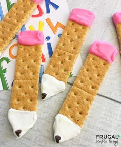 School Graham Cracker Pencils Pencil Graham Crackers Back to School Snack Ideas. Easy Food Craft and Recipe.Pencil Graham Crackers Back to School Snack Ideas. Easy Food Craft and Recipe. Back To School Crafts, Back To School Party, School Parties, Class Snacks, Classroom Snacks, School Treats, After School Snacks, School Snacks For Kindergarten, Pre School Snack Ideas