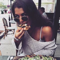 Pin for Later: #GirlsWithGluten Celebrates Women Eating Tons of Carbs Not Sharing