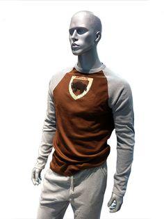 Pijama de manga y pantalón largo para hombre con un Bufalo bordado en el pecho. Algodón 100%. Para un público con un estilo muy juvenil e informal. PVP: 35,50 €