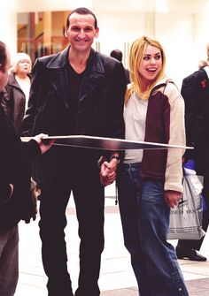 Christopher Eccleston and Billie Piper filming Doctor Who