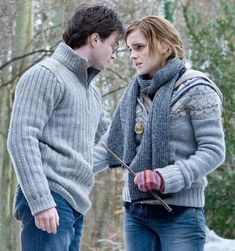 Harry and Hermione Harry Potter Hermione Granger, Harry And Hermione Fanfiction, Harry James Potter, Harry Potter Books, Harry Potter Characters, Harry Potter World, Harry Potter Memes, Ron And Hermione, Ron Weasley