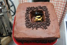 Mike Mulligan and His Steam Shovel {FI♥AR} - cake, SAP would definitely like this one!