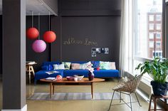 Colores invernales: salon pintado en gris antracida