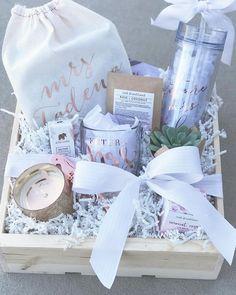 www.boxandbowshop Wunderschön designtes zukünftiges Geschenk für Ihre Braut als beste Freundin // Geschenkbox Geschenkbox aus Holz Verpackung Box und Bogen Braut