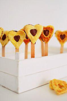 Romantic Valentine's Day Desserts, recipe, cake pops, heart pops, puff pastry, nutella, chocolate, 2 ingredients, dessert, συνταγή, καρδιά, γλυκό, νουτέλα, Αγίου Βαλεντίνου, σοκολατένια καρδιά, πραλίνα φουντουκιού, ζύμη, σφολιάτα, καρδιά, Γαβριήλ Νικολαΐδης, cool artisan Chocolate Hearts, Chocolate Desserts, Valentines Day Desserts, 2 Ingredients, Nutella, Romantic, Cake, Food, Kuchen