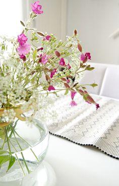 kukka-asetelma kesäkukista