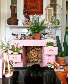 I love this layered look, and pink desk! I also love the open draws with plants- pretty much the whole thing! Decor, Green Interiors, Desk Plants, Pink Dresser, Pink Decor, Shop Interiors, Pink Desk, Interior Display, Vintage Dressers
