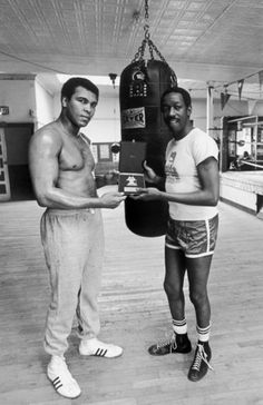 Heavyweight boxing champion Muhammad Ali receives a plaque from Italy's T.V. Magazine via singer Alvin Cash in 1977