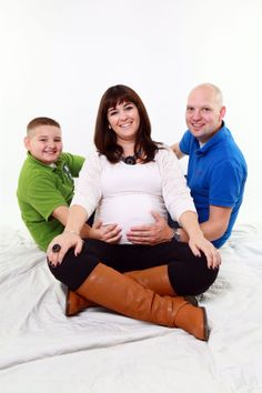 Family maternity photos.
