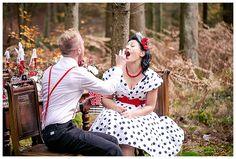 Die wunderhübsche Blumen-Deko kommt von Julia Harnischfeger, www.lebensraum-floristik.de Alles was essbar (und megageniallecker) ist, hat Fabienne Werner von www.bellaberta.de kreiert. Die Deko ansich und außenrum hat sich Eva Völker (die bezaubernde, von Christina´s und Florian´s Hochzeit) von www.glücks-geflüster.de - ab Januar erreichbar) ausgedacht! Fotografie: www.silke-hufnagel.de