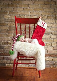 Christmas newborn pics - love the hat, ours will be too old for this shot, but something similar would be adorbs!