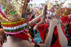 performance dancing of thousand people in Banyuwangi called Gandrung sewu