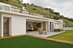 Outstanding White Polished Wall Exterior Facade For Inspiring Split Levels Mountain Exterior House Design