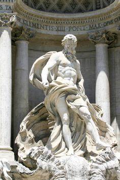トレヴィの泉に鎮座するネプトゥーヌスの像。