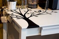 do an off-centered stencil tree on round table, use flat/matte paint for tabletop and high gloss paint for stencil in same color. Kitchen Table Makeover, Desk Makeover, Furniture Makeover, Home Furniture, Restoring Furniture, Furniture Ideas, Garage Sale Finds, Upcycled Crafts, Wire Crafts
