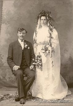 Find out about amazing weddings tips. Vintage Wedding Photography, Wedding Photography Poses, Wedding Portraits, Vintage Wedding Photos, Vintage Bridal, Vintage Weddings, Romantic Weddings, Wedding Pictures, Wedding Couples