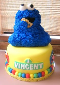 Sesame Street For my son's third birthday. Cookie Monster is made from the Wilton stand up bear pan. Sesame Street Cake, Cookie Cake Birthday, Third Birthday, Birthday Ideas, Cake Boss, Cakes For Boys, Cupcake Cakes, Cake Cookies, Cute Cakes
