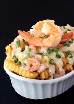 Shrimp Poutine - baked french fries topped with a creamy cheese sauce and shrimp. Fancy done easy! Poutine Recipe, Fries Recipe, Shrimp Recipes, Appetizer Recipes, Appetizers, Frozen Cooked Shrimp, Baked Shrimp, Tapas, Chips