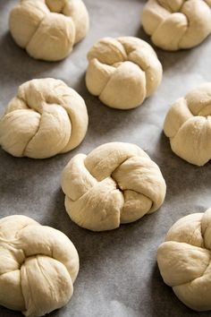 nocne kajzerki Bread Machine Mixes, Dough Recipe, Bagel, I Foods, Cooking Recipes, Cookies, Baking, Wordpress, Cake