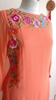 Embroidery Suits Punjabi, Embroidery On Kurtis, Hand Embroidery Dress, Kurti Embroidery Design, Embroidery Neck Designs, Embroidered Clothes, Embroidery Fashion, Floral Embroidery, Salwar Designs