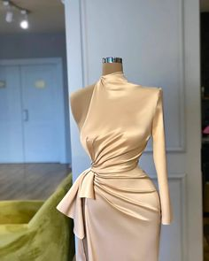 Find images and videos about beauty, dress and silk on We Heart It - the app to get lost in what you love. Posh Dresses, Glam Dresses, Event Dresses, Pretty Dresses, Sexy Dresses, Fashion Dresses, Gowns Of Elegance, Classy Dress, Elegant Dresses Classy