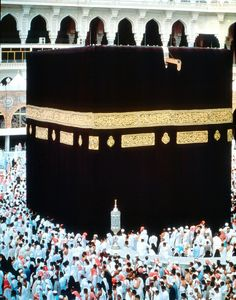 Holy Kaaba in Mecca SAUDI ARABIA Peace between millions of Muslims Christians Buddhists - we are being manipulated against one another slow wars by The United States of Israel Masjid Al Haram, Mekkah, Beautiful Mosques, Madina, Islam Quran, Pilgrimage, Saudi Arabia, Thailand Travel, What Is Like
