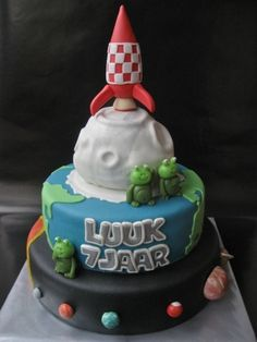 Space Cake... By Haaz76 on CakeCentral.com