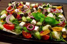 Sałatka grecka - Blog z apetytem Caprese Salad, Fruit Salad, Cobb Salad, Mozzarella, Feta, Sushi, Grilling, Cooking, Ethnic Recipes