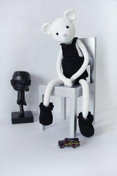 Meet Mr. White a leggybuddy doll www.leggybuddy.ch #leggybuddy #handmade #handmadedoll #toy #crochet #mouse #whitemouse #design #fashion #karl #tokidoki