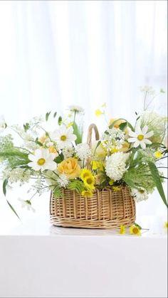 Diy Silk Flower Arrangements, Artificial Floral Arrangements, Fresh Flower Arrangement, Flower Arrangement Designs, Flower Designs, Flower Bouquet Diy, Diy Flower Vases, Flower Decorations, Fake Flowers Decor