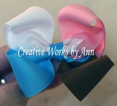 Instructions for making a four-color hair bow. The site has TONS of other ribbon tutorials as well! :)