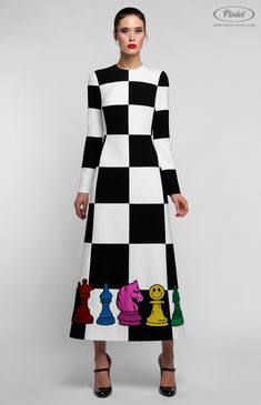 Combined slim-fit black and white op-art long-sleeve midi-dress decorated with bright patches as chess figures. Hidden back zip closure. Without pockets. On the photo: model is wearing a size S and is 181 cm. Funky Fashion, White Fashion, Fashion Looks, Simple Dresses, Casual Dresses, Short Dresses, Modest Fashion, Fashion Dresses, Mode Kimono