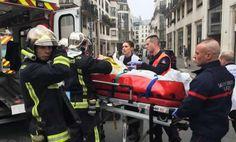 """France: Une fusillade fait au moins 11 morts au siège de """"Charlie Hebdo"""" à Paris - 07/01/2015 - http://www.camerpost.com/france-une-fusillade-fait-au-moins-11-morts-au-siege-de-charlie-hebdo-a-paris-07012015/?utm_source=PN&utm_medium=CAMER+POST&utm_campaign=SNAP%2Bfrom%2BCamer+Post"""