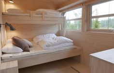 Discover recipes, home ideas, style inspiration and other ideas to try. Low Loft Beds, Summer Cabins, Bunk Beds, House Ideas, Architecture, Bedroom, Furniture, Cabin Fever, Home Decor