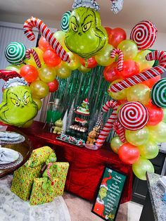 Grinch Christmas Party, Diy Christmas Tree, Christmas Themes, Birthday Party Hats, 4th Birthday, Balloon Decorations, Birthday Party Decorations, Balloon Garland, Balloons