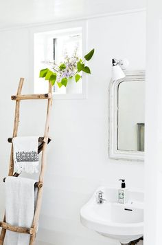 How to transform your bathroom into the ultimate home spa getaway. 8 home spa ideas to cleverly add luxury to your bathroom space with plants, bucolic elements and vibrantly patterned wall ideas. For more bathroom decor ideas go to Domino. House Design, Small Bathroom Storage, Minimalist Decor, Home Decor, Small Bathroom, Bathroom Decor, Minimalist Home, Beautiful Bathrooms, Bathroom Inspiration