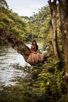 The Atlas of Beauty - A beleza feminina pelo mundo People Around The World, Around The Worlds, Equador, Beauty Around The World, Make Up Looks, The Atlas, Amazon Rainforest, Thinking Day, Portraits