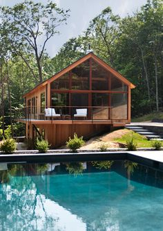 Woods by Lang Architecture Serene and calming - we love this house. Hudson Woods by Lang Architecture / Serene and calming - we love this house. Hudson Woods by Lang Architecture / Hudson Woods, Hudson River, Hudson Valley, Design Exterior, Exterior Paint, Rustic Exterior, Black Exterior, Eco Friendly House, Modern Houses