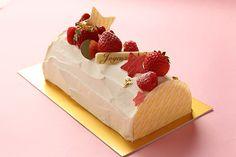 ジョエル・ロブションのクリスマスメニュー2013 - ベリーの香るケーキや人気の伝統菓子の写真 ブッシュ ド ノエル フレーズ 価格:4,725 円(税込)