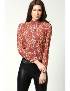Top up on tops for women and freshen up that wardrobe with cute and sexy styles from boohoo in t-shirt, blouse, lace looks and more. Simple Shirts, Print Chiffon, Sexy Jeans, Blouse Styles, Stylish, My Style, Women's Shirts, Printed Tees, Crosses