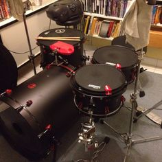 Awesome black and red kit Drum Heads, Studio Gear, Drummer Boy, How To Play Drums, Pedalboard, Custom Guitars, Drum Kits, Clarinet, Music Stuff