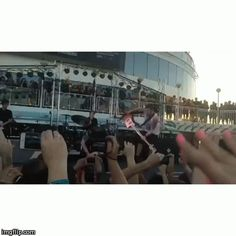 Pressure flip on Parahoy. Good luck in future endeavors, Jeremy. We love you and we'll miss you. |||