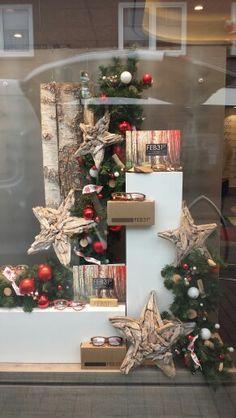 Kerstetalage Scandinavische stijl bij opticien geëtaleerd door Monica etalage en winkelpresentatie