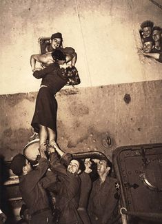 19 Kisses Captured At The Perfect Moment: Marlene Dietrich kisses a GI as he arrives home from World War II in this is just a heart warming beautiful photo.