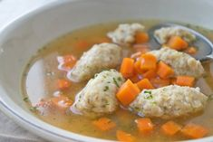 Haferflockennockerln-Rezept With this soup inlay you start healthy and easy in autumn. The oatmeal dumplings go perfectly with cream soups. Vegetarian Recipes Dinner, Healthy Chicken Recipes, Easy Dinner Recipes, Soup Appetizers, Appetizer Recipes, Dumpling Recipe, Quick Meals, Cooking, Pasta