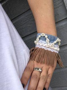 Bracelet Denim, Denim Earrings, Fabric Bracelets, Fabric Jewelry, Recycled Jewelry, Recycled Denim, Denim Art, Hippy Chic, Denim Ideas